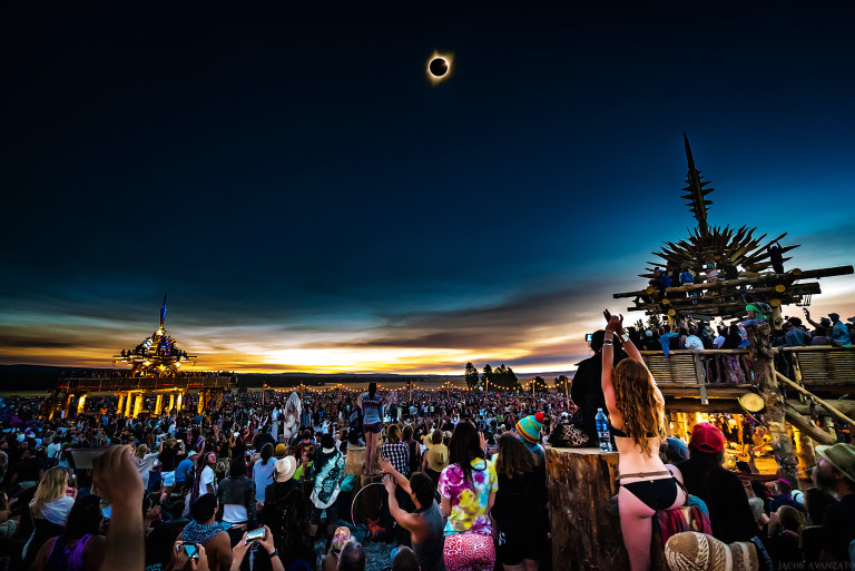 jacob-avanzato final global eclipse gathering photo web size
